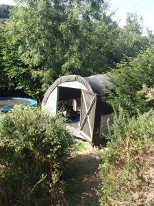 Couchsurfen im Hippieparadies - Das Zelthaus