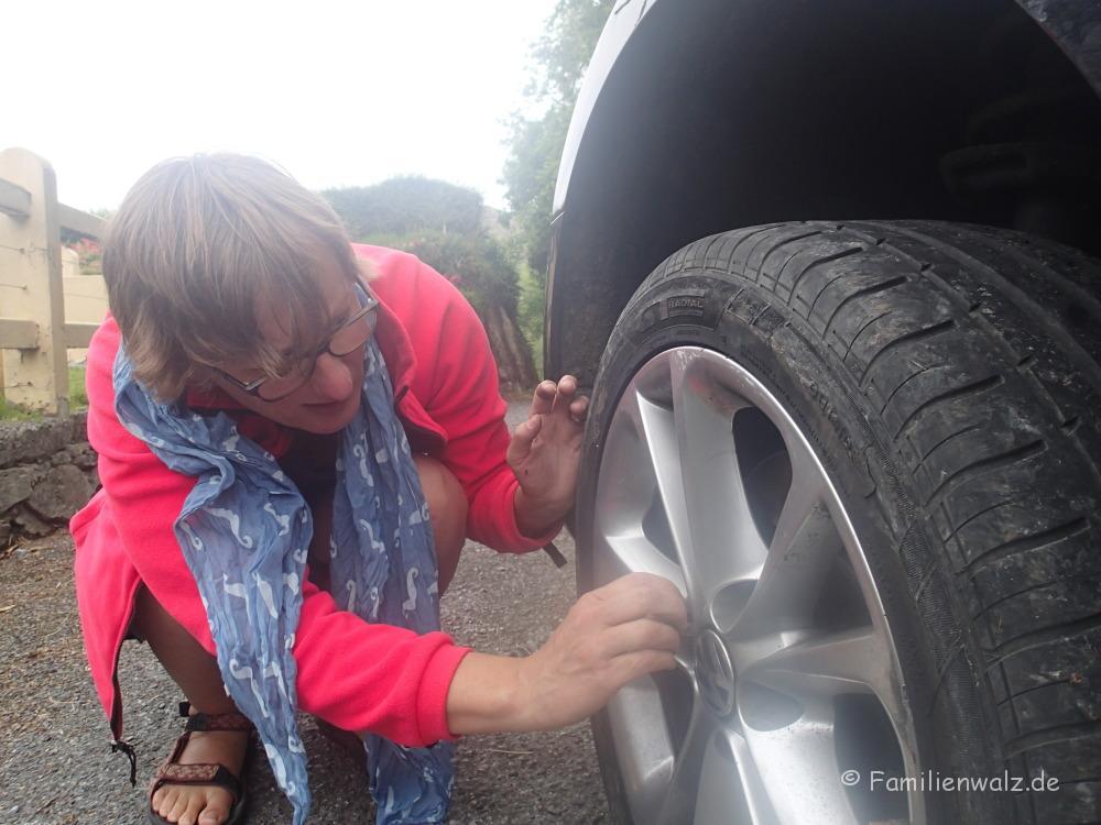 Linksfahren und Reifenpannen