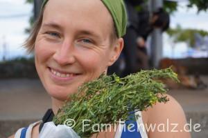 Unser Advent in Chile: Ein Anden-Dorf feiert das HOMA-Ritual - Mit Ruta-Tee auf dem Stadtfest in Puerto Montt