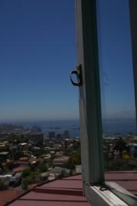Halloween bei 30 Grad, Chiles Wendland und die größte Open-Air-Galerie der Welt - Blick aus dem Haus Pablo Nerudas in Valparaiso