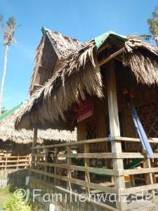 """Die Philippinen - abenteuerliche Trauminseln, ein Müllschock und die besten Pfannkuchen der Welt - der """"Hafen"""" von Malapascua - unsere Hütte"""