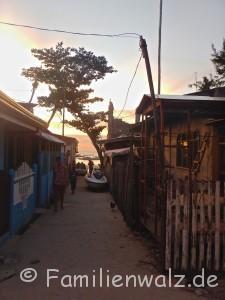 Die Philippinen - abenteuerliche Trauminseln, ein Müllschock und die besten Pfannkuchen der Welt - das Dorf auf Malapascua
