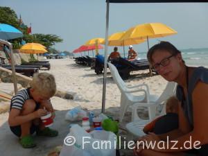 Elefanten, Strand und wilde Affen - Frühstück am Strand